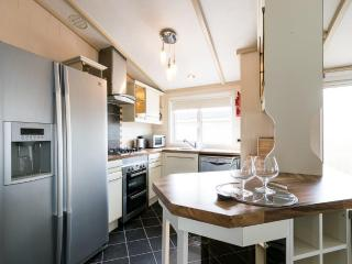 Nice Lodge with Deck and Internet Access - Poulton Le Fylde vacation rentals