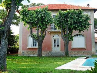 Le Clos Valdet - Vauvert vacation rentals