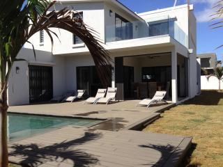 villa de luxe à 3 mn du lagon - Trou aux Biches vacation rentals