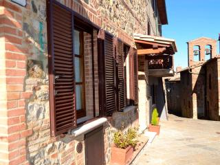 2 bedroom Condo with Internet Access in Contignano - Contignano vacation rentals