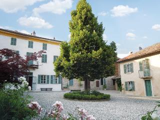 Casarovelli - Camera dell'Albicocco - Alfiano Natta vacation rentals