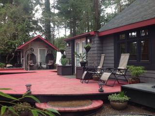 Modern design in country setting - North Saanich vacation rentals