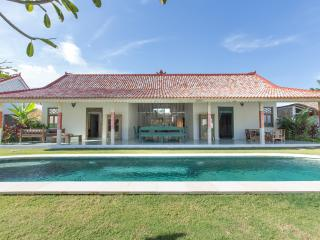 Beach town villa with Bali charm - Jimbaran vacation rentals