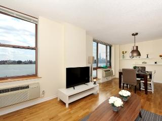 Luxury Waterfront - 15 min NYC - Greater New York Area vacation rentals