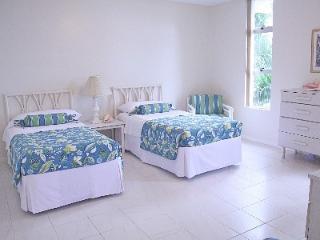 Spacious condo steps to Doctor's Cave Beach! - Montego Bay vacation rentals