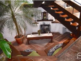 Casa con la mejor ubicación! 1 cuadra del parque!! - Antigua Guatemala vacation rentals