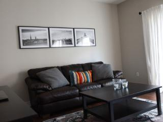 Cozy Condo with Internet Access and Dishwasher - Calgary vacation rentals