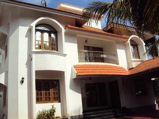 6 Bed, 5 bath, fully furnished house in Kakkanadu - Kochi vacation rentals