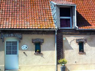 Cozy 2 bedroom Ardres Gite with Internet Access - Ardres vacation rentals