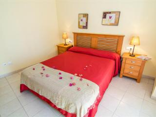 Cozy 2 bedroom Apartment in Roses with Shared Outdoor Pool - Roses vacation rentals