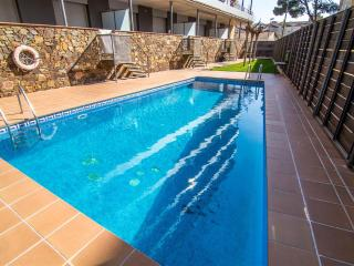 3 bedroom Apartment with Shared Outdoor Pool in Roses - Roses vacation rentals