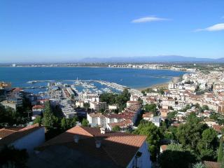 Bright 2 bedroom Condo in Roses with Television - Roses vacation rentals