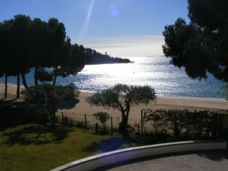 Romantic 1 bedroom Roses Apartment with Shared Outdoor Pool - Roses vacation rentals