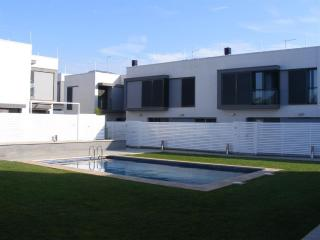 Bright 4 bedroom Roses House with Shared Outdoor Pool - Roses vacation rentals