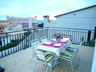 Comfortable Condo with Television and Microwave - Setcasas vacation rentals