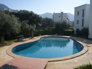 Romantic 1 bedroom Apartment in Roses with Shared Outdoor Pool - Roses vacation rentals