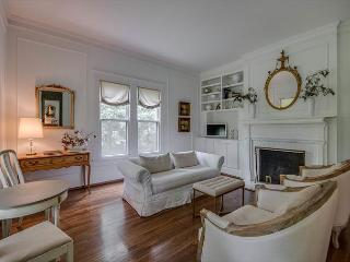 4BR, Stunning Farmhouse, Close to Downtown, Sleeps 8 - Brentwood vacation rentals