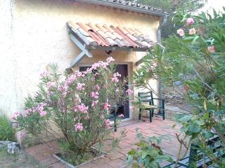 Romantic 1 bedroom Lagnes House with Internet Access - Lagnes vacation rentals