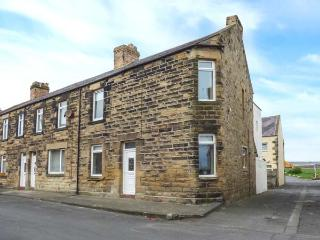 23 GORDON STREET, ground floor apartment, pet-friendly, two minute walk to beach, in Amble, Ref 903661 - Amble vacation rentals