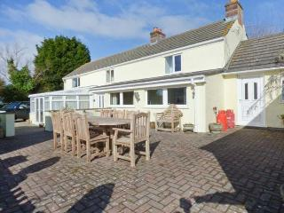 MAGPIES COTTAGE, detached, luxurious, spacious, conservatory, games room, parking, garden, in Redruth, Ref 919508 - Cornwall vacation rentals