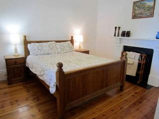 Charming Cottage with Dishwasher and Washing Machine - Parkside vacation rentals