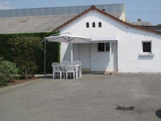Nice 1 bedroom Tarbes Chalet with Internet Access - Tarbes vacation rentals