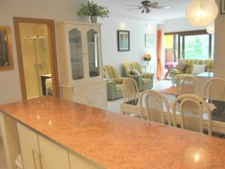A LUXURIOUS BRIGHT SPACIOUS  MODERNIZED APARTMENT with WI-FI and Air- Con - Marbella vacation rentals