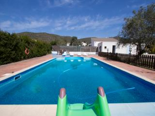 Charming 5-bedroom villa in La Juncosa, only 20km from the beach! - Rodona vacation rentals