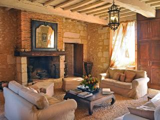 7 bedroom House with Private Outdoor Pool in Saint-Martin-des-Combes - Saint-Martin-des-Combes vacation rentals