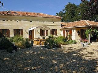 Villa Grand Champ - Aubeterre-sur-Dronne vacation rentals