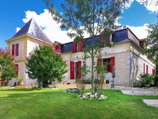 Lovely House with Internet Access and Private Outdoor Pool - Port Sainte Foy et Ponchapt vacation rentals
