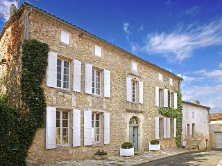 Beautiful House in Saint-Pey-de-Castets with DVD Player, sleeps 12 - Saint-Pey-de-Castets vacation rentals
