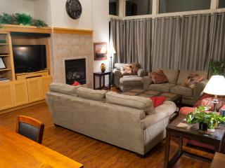 New Furniture/Flooring, Wifi, BBQ, Bikes, dogs Yes - Redmond vacation rentals