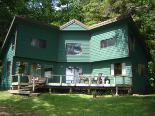 Wonderful House with Deck and Internet Access - Quathiaski Cove vacation rentals