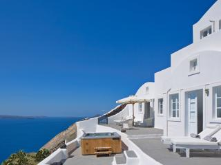 Beautiful 3 bedroom House in Oia with Internet Access - Oia vacation rentals