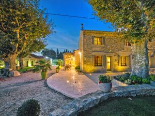 Mas Auralina, Amazing St Remy Rental Home with a Pool - Saint-Remy-de-Provence vacation rentals