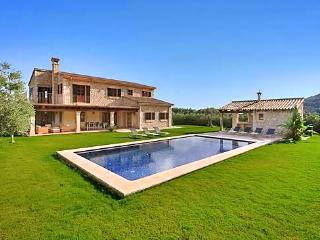 Beautiful 4 bedroom Sa Pobla House with Private Outdoor Pool - Sa Pobla vacation rentals