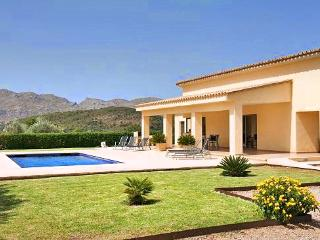 Bright 3 bedroom Pollenca House with DVD Player - Pollenca vacation rentals