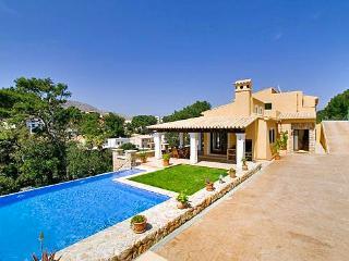 Lovely 3 bedroom House in Cala San Vincente - Cala San Vincente vacation rentals