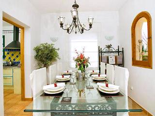 Cozy 2 bedroom Alcudia House with Satellite Or Cable TV - Alcudia vacation rentals