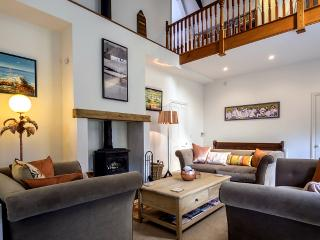 Perfect 4 bedroom Mark House with Fireplace - Mark vacation rentals