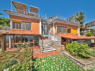 6 bedroom House with Waterfront in Colli di Fontanelle - Colli di Fontanelle vacation rentals