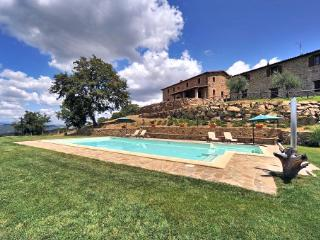 Beautiful House with Internet Access and Private Outdoor Pool - Preggio vacation rentals