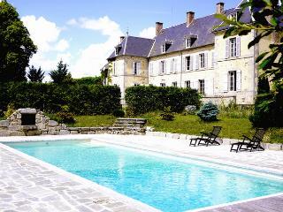 Bright 7 bedroom House in Le Compas - Le Compas vacation rentals