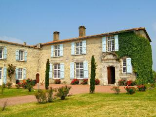 Lovely 7 bedroom Mornac sur Seudre House with Internet Access - Mornac sur Seudre vacation rentals