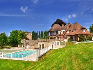 Adorable 9 bedroom House in Pennedepie with Private Outdoor Pool - Pennedepie vacation rentals