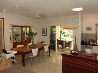4 bedroom House with Hot Tub in Port Douglas - Port Douglas vacation rentals