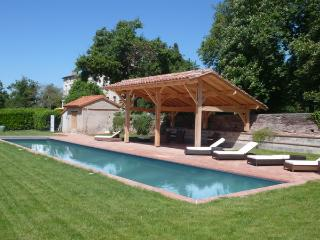 Charming House with Internet Access and Private Outdoor Pool - Castelnau-Picampeau vacation rentals