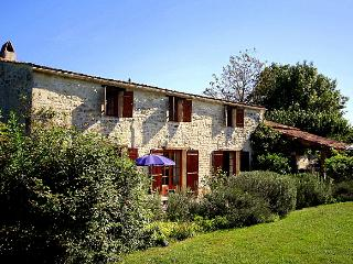Cozy 3 bedroom Retaud House with Private Outdoor Pool - Retaud vacation rentals