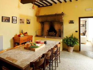 Spacious Calzolaro vacation House with DVD Player - Calzolaro vacation rentals